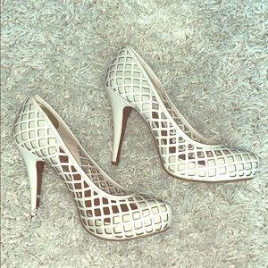 No. 704b SZ 8 white diamond pattern PLATFORM